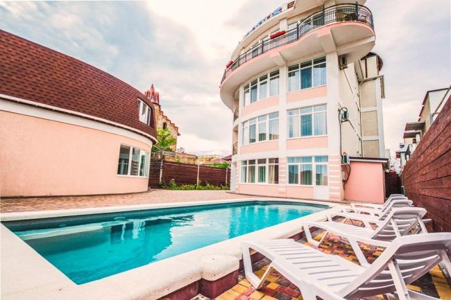 Крым Отель с бассейном   золотой пляж Феодосия
