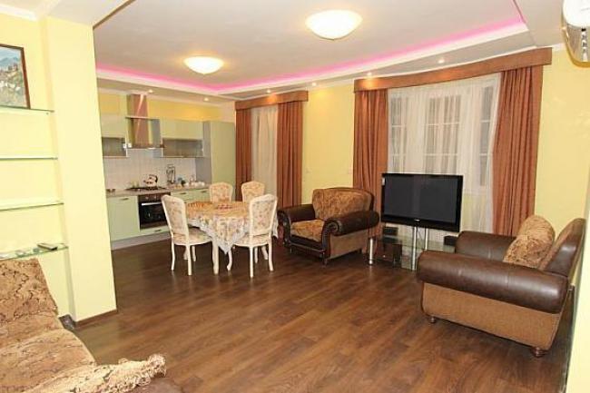 Крым аренда посуточно   Двухкомнатная квартира  в Ялте