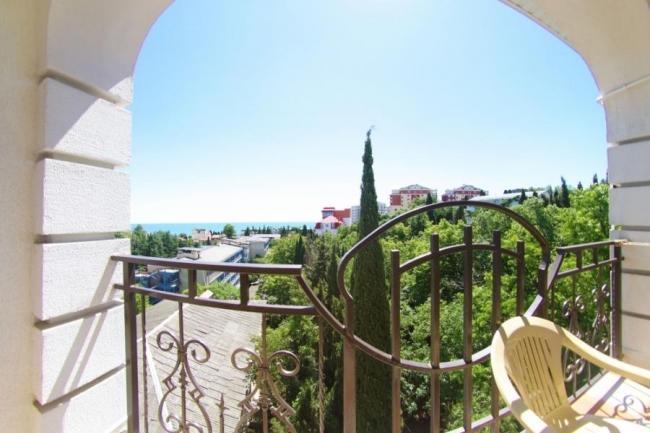 Однокомнатный с балконом и видом на море (2+1)